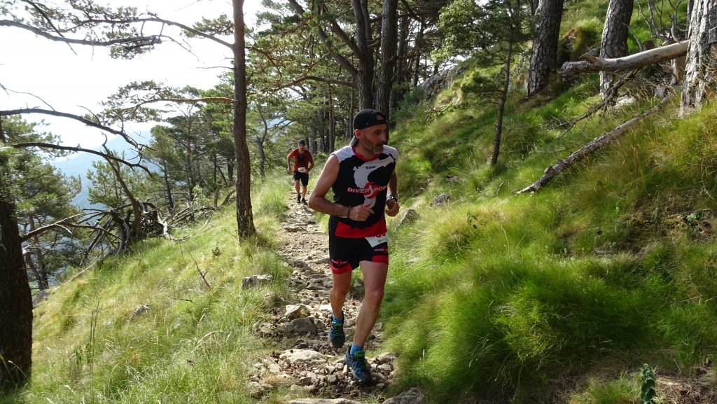 Corredor a la Mare de Déu del Mont durant la MontcalRun 2019